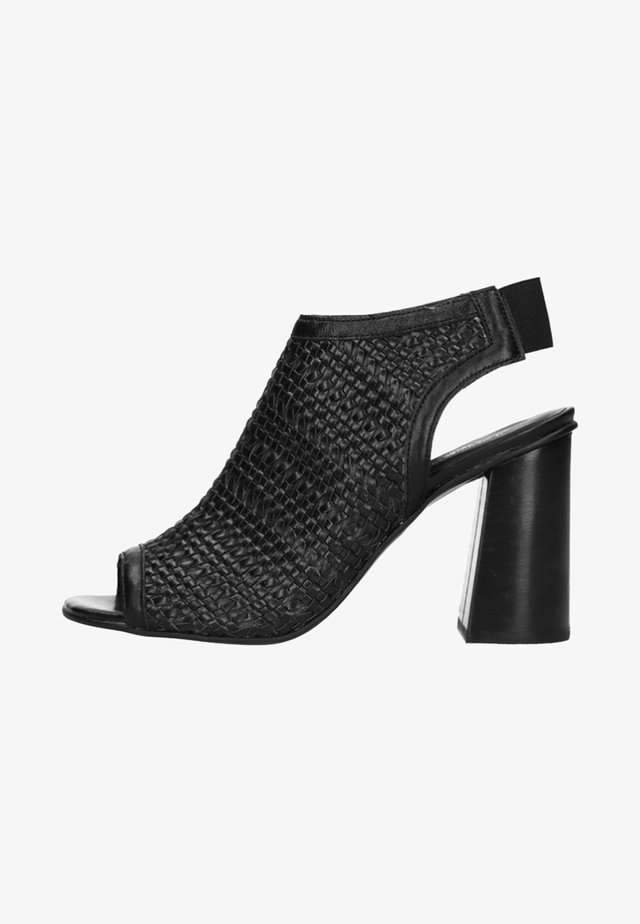 MIT BLOCKABSATZ UND PEEPTOE - High heeled sandals - black