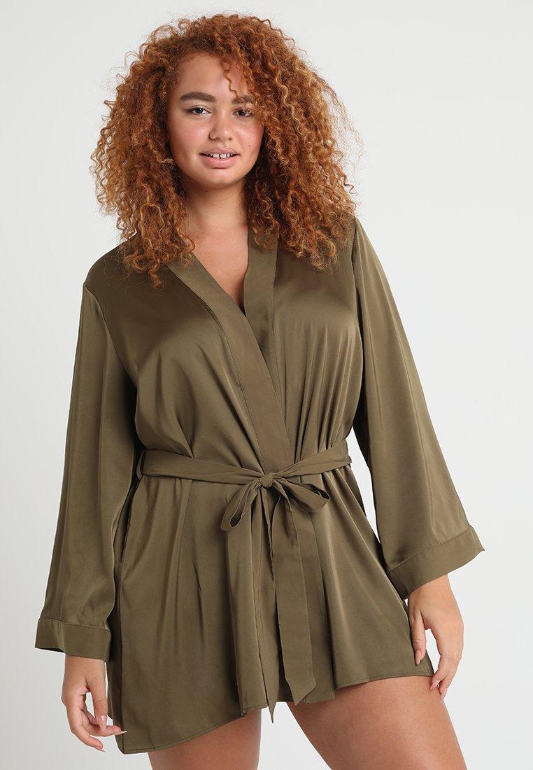 SAVAGE X FENTY  - PLUS ROBE - Dressing gown - military