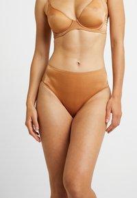 SAVAGE X FENTY - HIGH WAIST - Underkläder - gold - 0