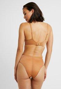 SAVAGE X FENTY - HIGH WAIST - Underkläder - gold - 2