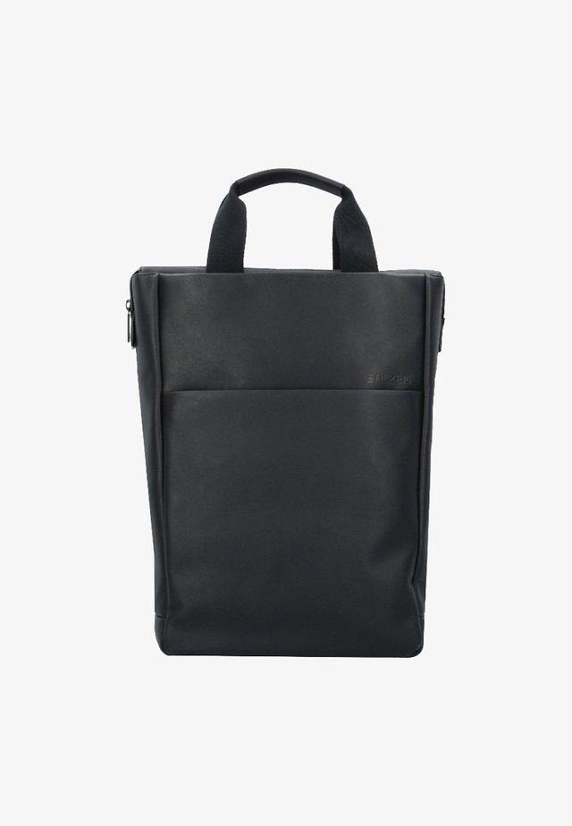 Tagesrucksack - total black