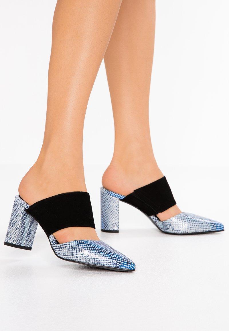 Shoe The Bear - SELMA SNAKE - Heeled mules - blue