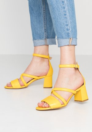 MAY PUFF - Sandaler - yellow