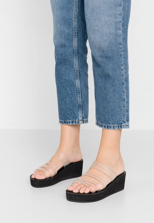 JADE SLIDE - Pantofle na podpatku - black
