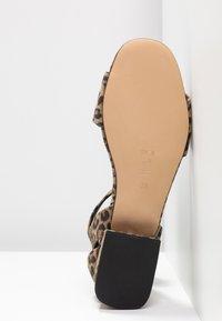 Shoe The Bear - YASMIN LEO  - Sandály - brown - 6