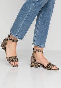 Shoe The Bear - YASMIN LEO  - Sandály - brown - 0