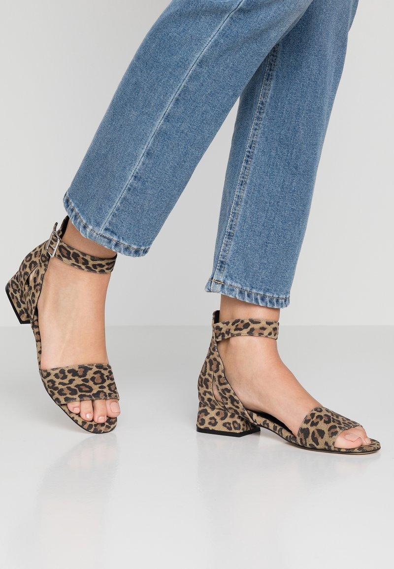 Shoe The Bear - YASMIN LEO  - Sandály - brown