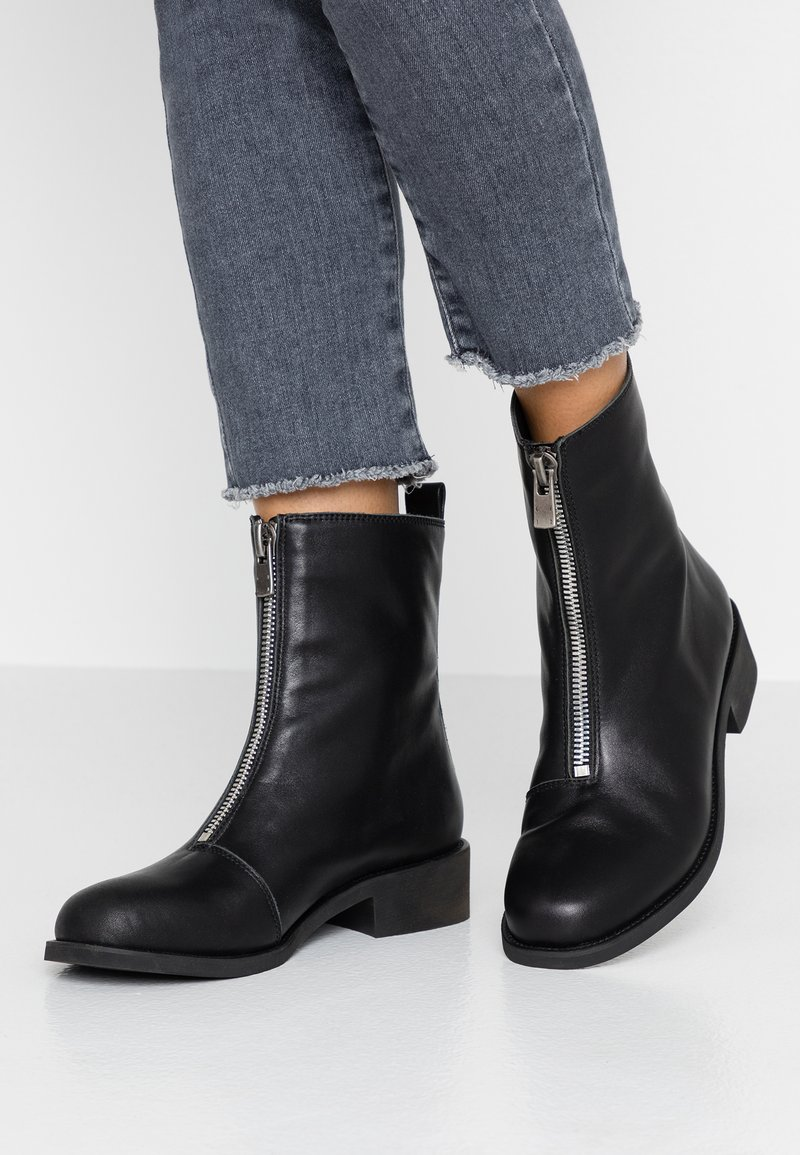 Shoe The Bear - JO FRONT ZIP - Classic ankle boots - black