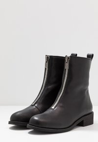 Shoe The Bear - JO FRONT ZIP - Classic ankle boots - black - 4