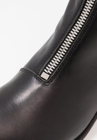 Shoe The Bear - JO FRONT ZIP - Classic ankle boots - black - 2