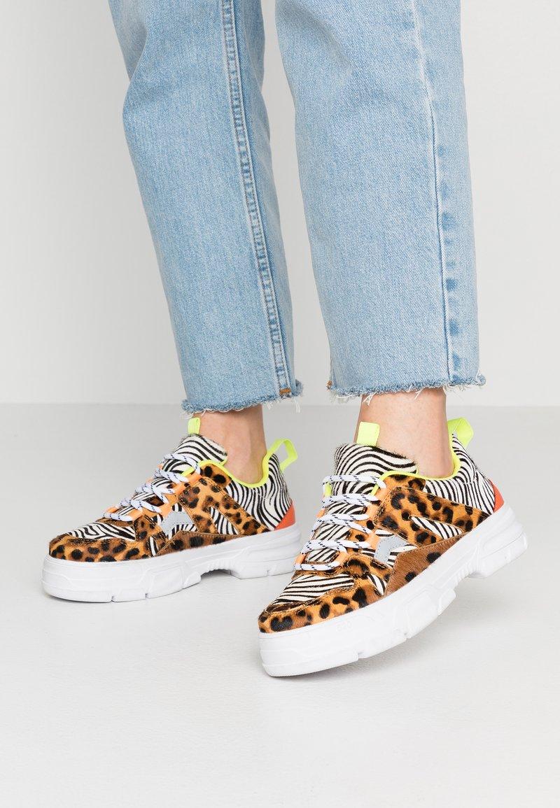 Shoe The Bear - GWEN ANIMAL - Zapatillas - white