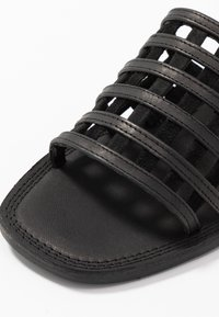 Shoe The Bear - TAO CAGE - Pantofle - black - 2