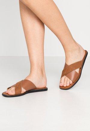 TAO SLIDE - Pantofle - tan