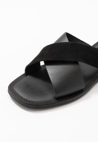 Shoe The Bear - TAO SLIDE - Pantofle - black - 2