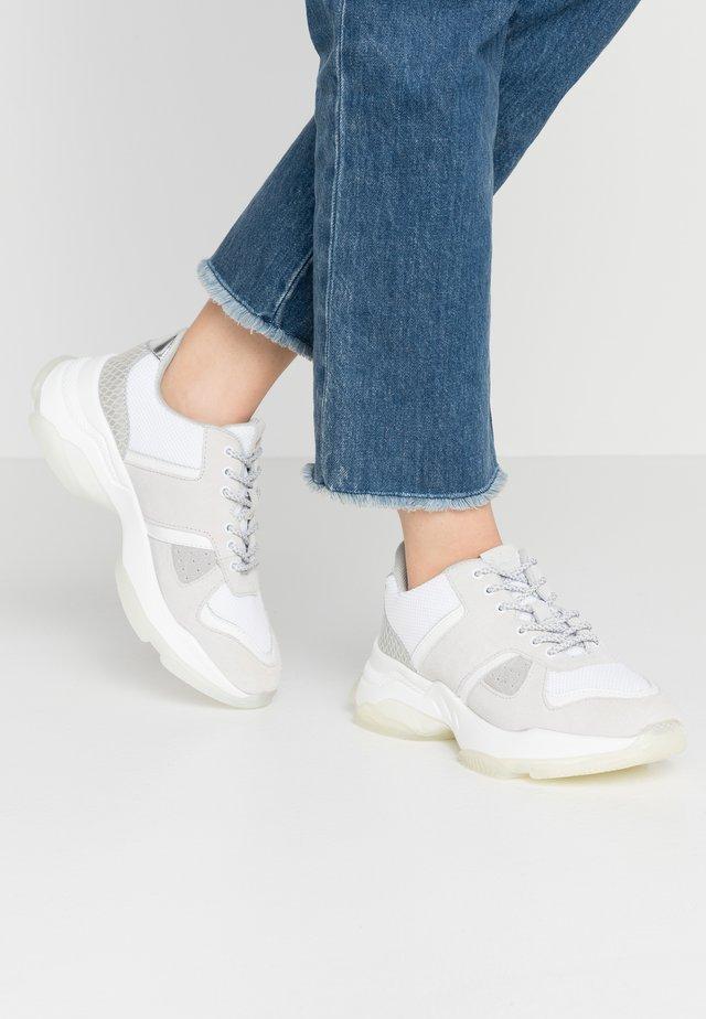ROMINA - Sneakersy niskie - white