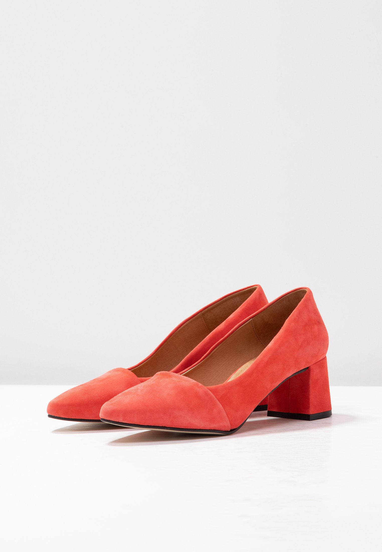 The AllisonEscarpins Bear Shoe Coral Red xrdBoCe