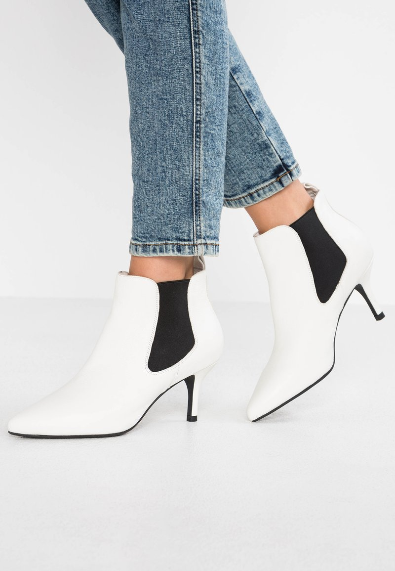 Shoe The Bear - AGNETE CHELSEA  - Ankle boots - white