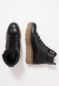 Shoe The Bear - BEX - Platåstøvletter - black - 3