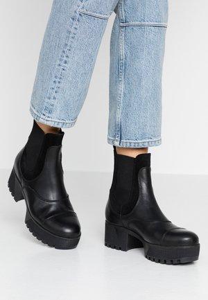 CELESTE CHELSEA - Kotníkové boty na platformě - black