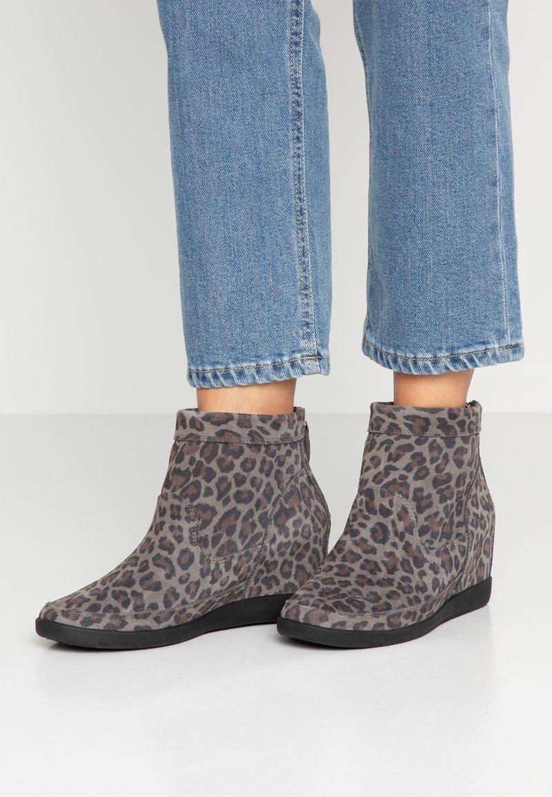 Shoe The Bear - EMMY LEO - Nilkkurit - grey