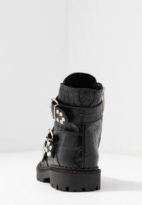 Shoe The Bear - HAILEY BUCKLE CROCO - Stivaletti texani / biker - black - 5
