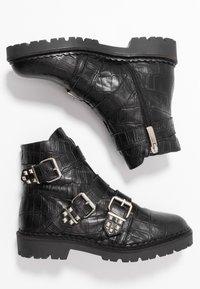 Shoe The Bear - HAILEY BUCKLE CROCO - Stivaletti texani / biker - black - 3