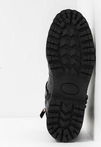 Shoe The Bear - HAILEY BUCKLE CROCO - Stivaletti texani / biker - black - 6