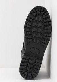 Shoe The Bear - HAILEY LACE UP CROCO - Stivaletti stringati - black - 6