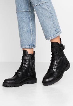 HAILEY LACE UP CROCO - Šněrovací kotníkové boty - black