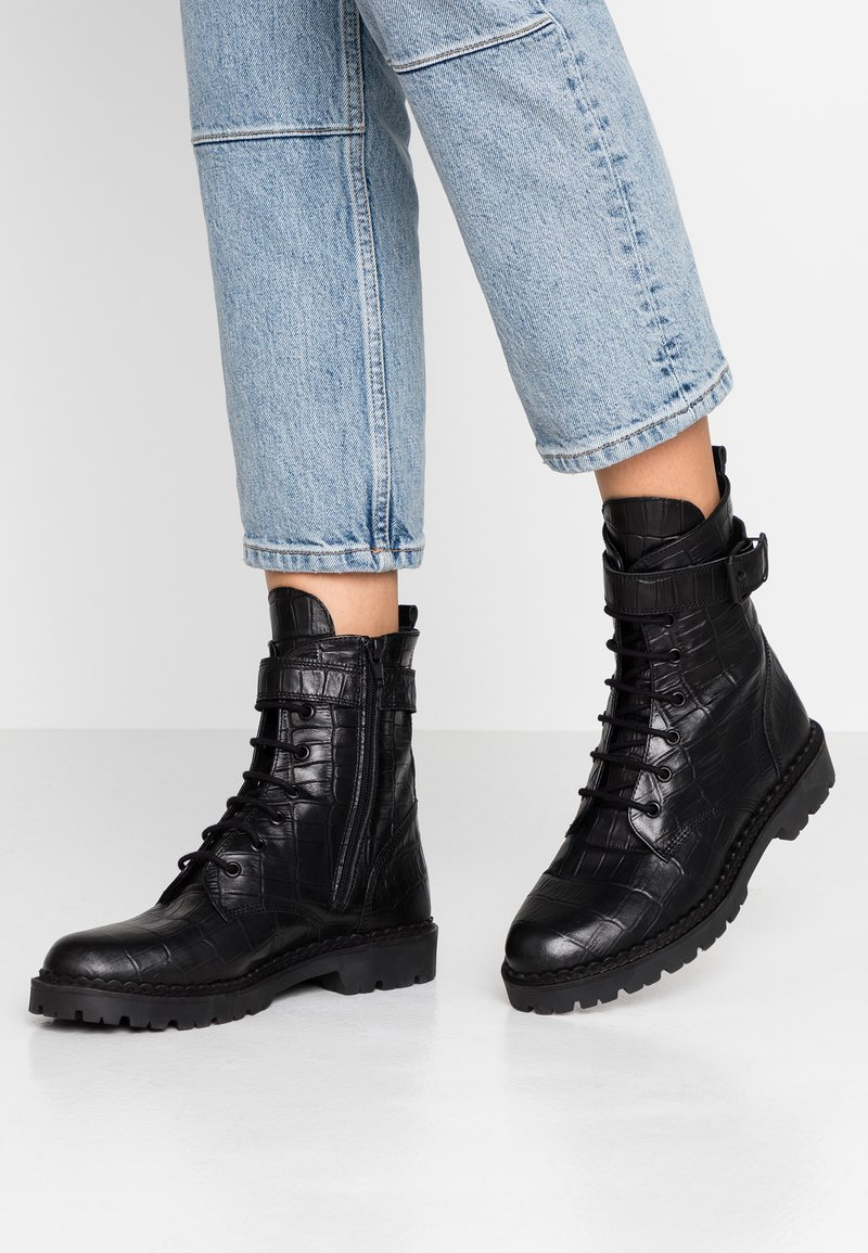 Shoe The Bear - HAILEY LACE UP CROCO - Lace-up ankle boots - black