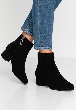 VICKY  - Korte laarzen - black