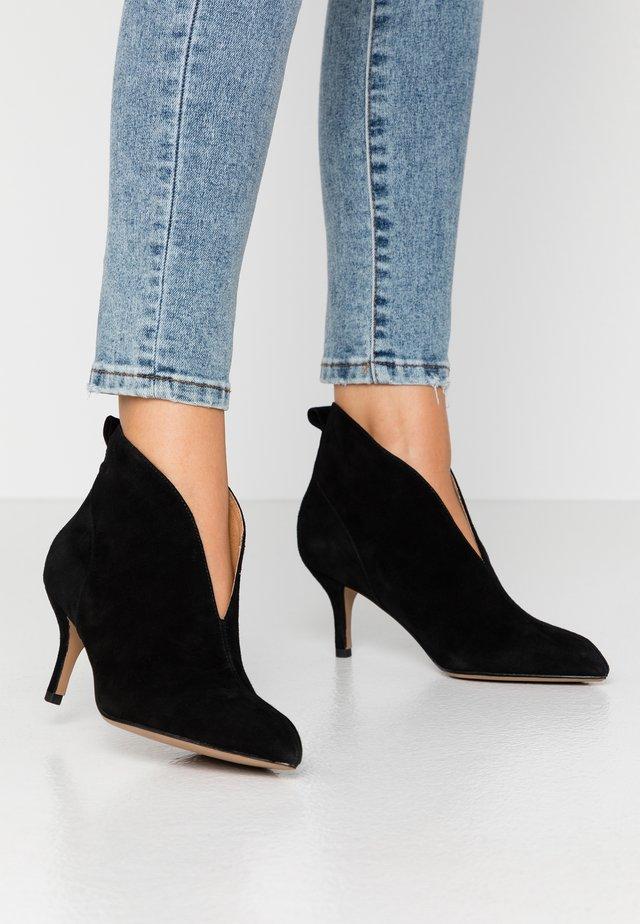 VALENTINE - Kotníková obuv - black