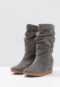 Shoe The Bear - EMMY SLOUCHY - Wedge boots - dark grey - 4