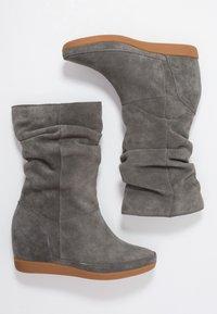 Shoe The Bear - EMMY SLOUCHY - Wedge boots - dark grey - 3
