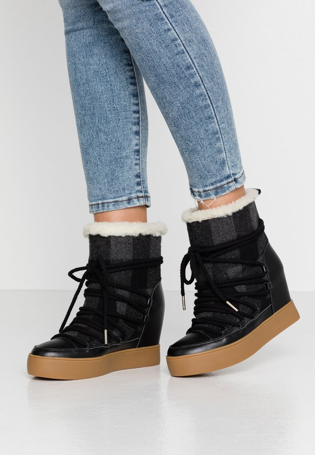 TRISH - Wedge Ankle Boots - white/black