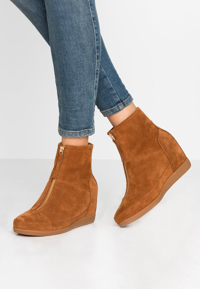 EMMY BOOT - Ankle boots - brown