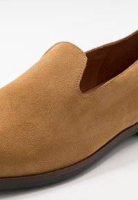 Shoe The Bear - REY - Eleganckie buty - camel - 5
