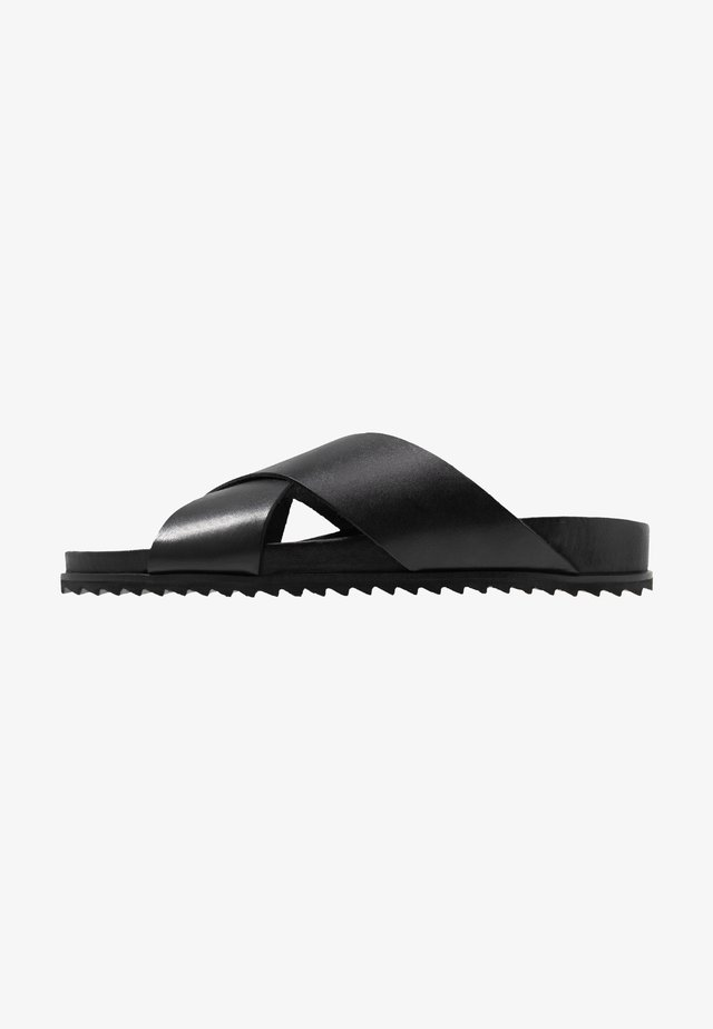 CROSS - Pantolette flach - black