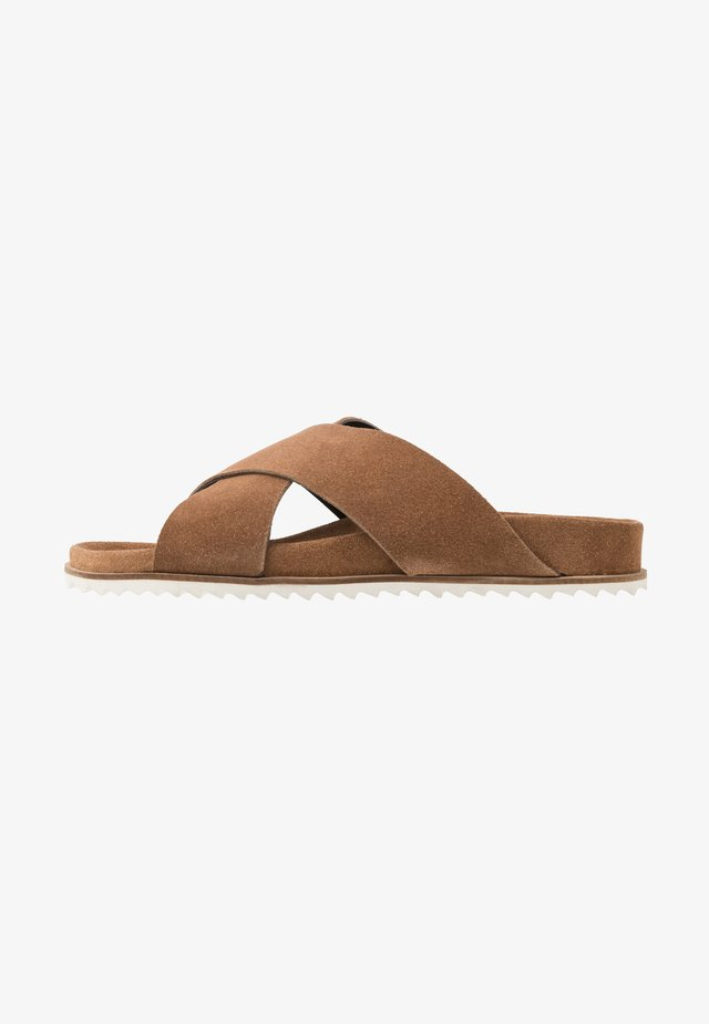 CROSS  - Pantolette flach - tan