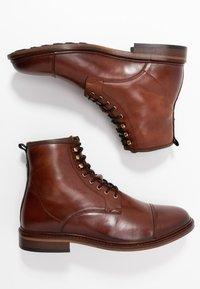 Shoe The Bear - CURTIS - Bottines à lacets - tan - 1