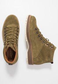 Shoe The Bear - LAWRENCE - Šněrovací kotníkové boty - verde - 1