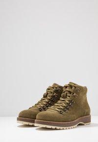Shoe The Bear - LAWRENCE - Šněrovací kotníkové boty - verde - 2