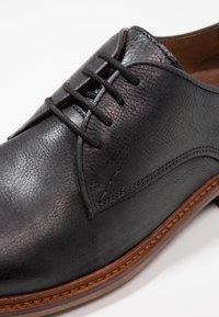 Shoe The Bear - NATE  - Elegantní šněrovací boty - black - 5
