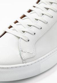 Shoe The Bear - HOLMES - Sneakers hoog - white - 5