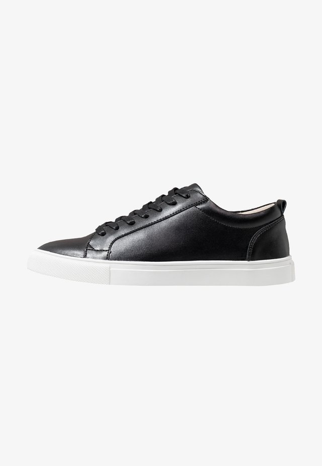 COLE - Sneaker low - black