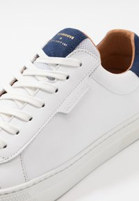 Schmoove - SPARK CLAY - Trainers - white/blue - 5