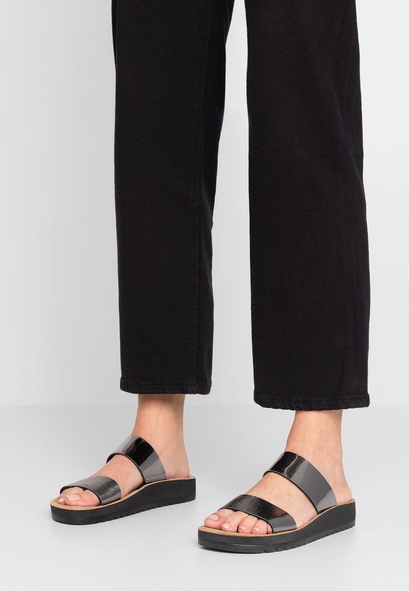 Scholl - CYNTHIA - Pantolette flach - silber