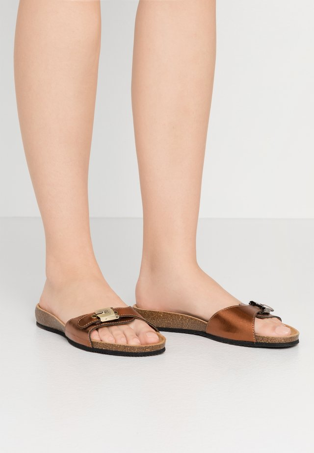 BAHAMAIS - Slippers - bronze