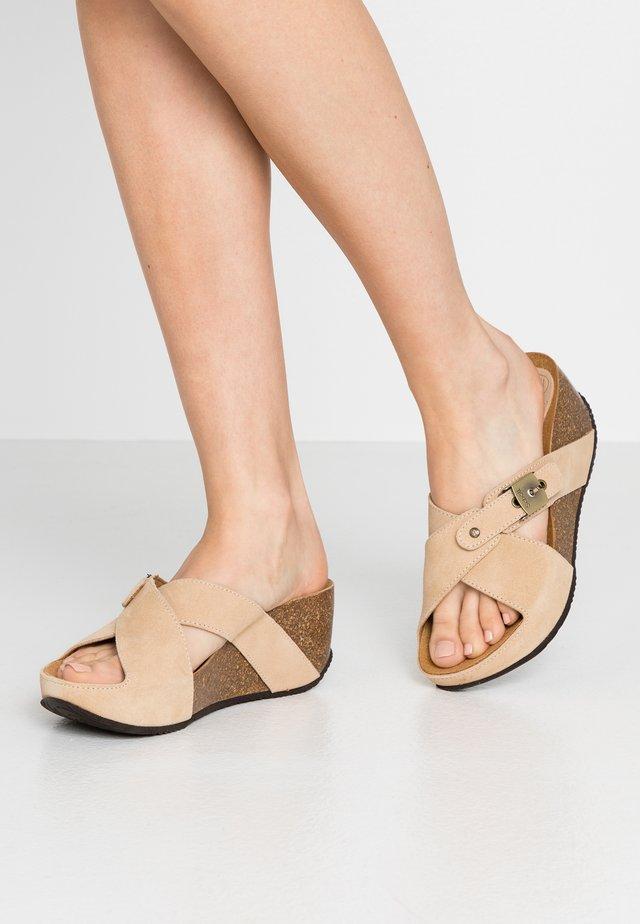 ELANAIS - Slip-ins med klack - camel