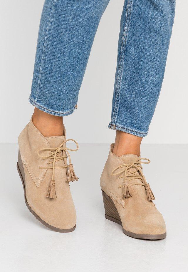 GRIEL - Boots à talons - beige